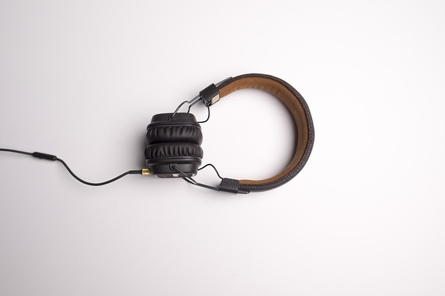 sluchátka s kabelem.jpg