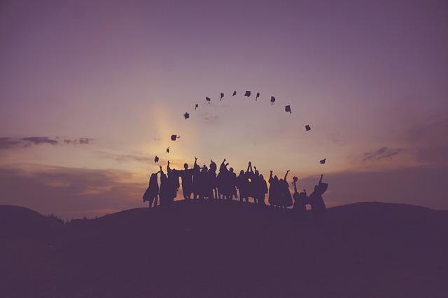 absolventi s klobouky