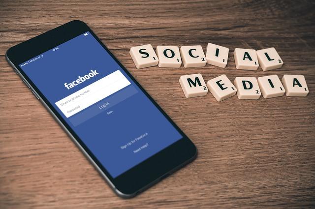 sociální média a facebook