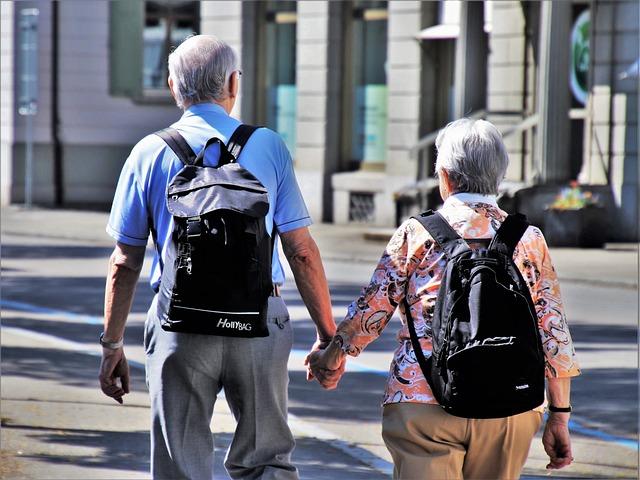 starší pár, cestování