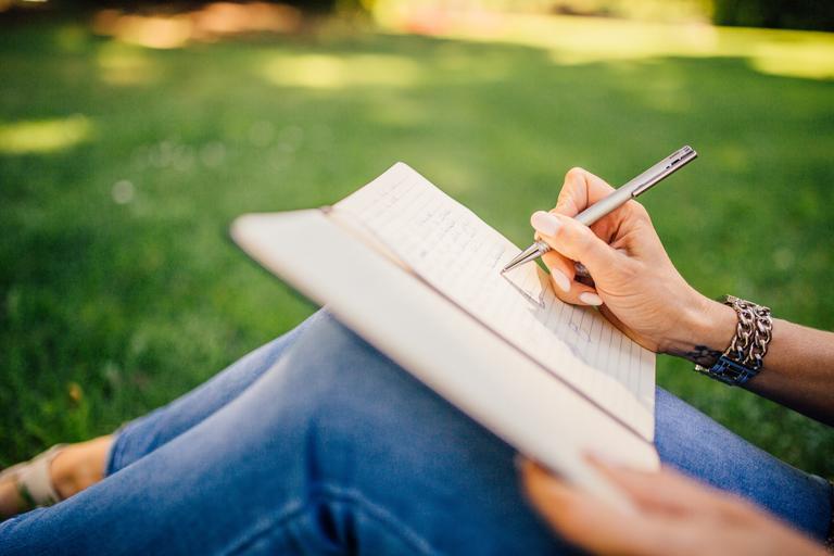 psaní na louce.jpg